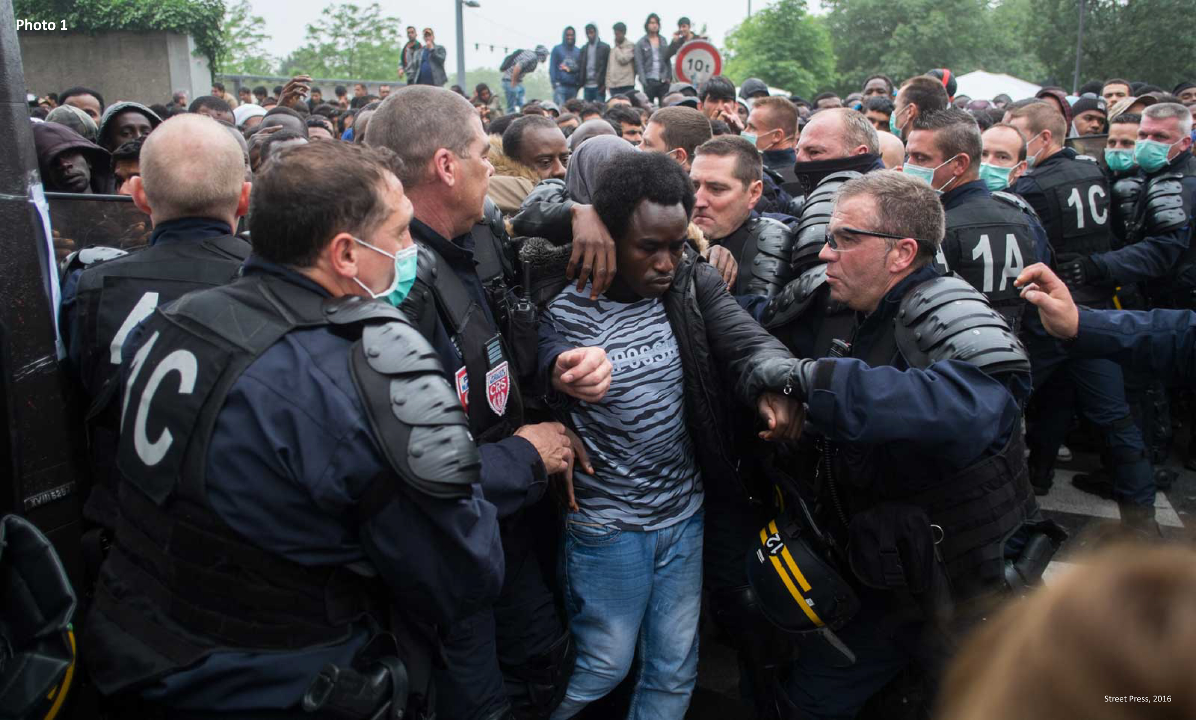 Paris, 2016 (photo 1) and 2018 (photo 2): Police forces evacuate two refugee camps of 1,300 and 1,600 people.